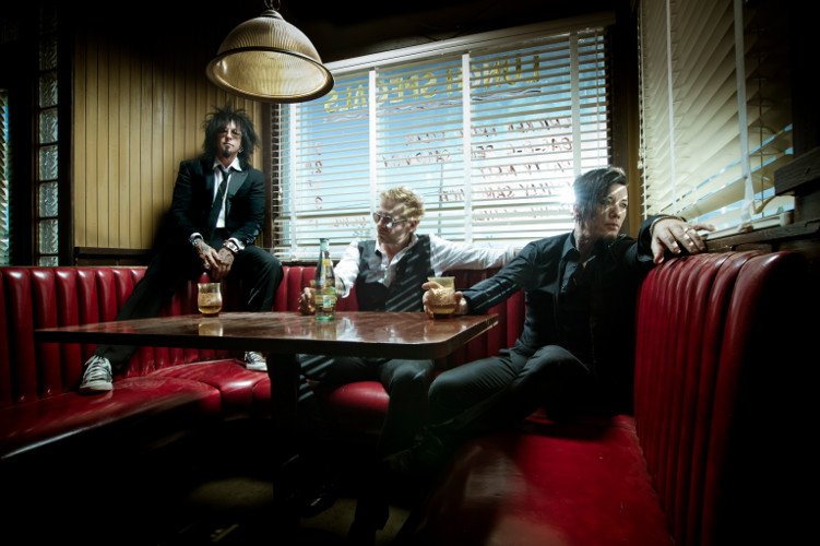 SIXX :AM Sixx-AM-Red-Booth-credit-Paul-Brown-500